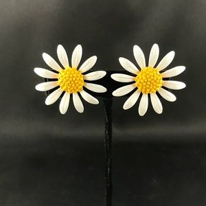 Vintage daisy clip earrings